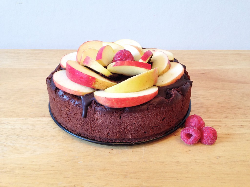 Veganer Obstkuchen mit Himbeeren