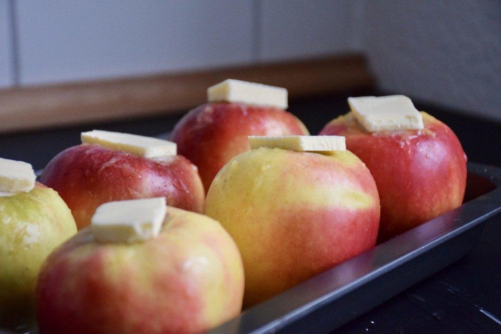 Bratapfeltorte Äpfel garnieren