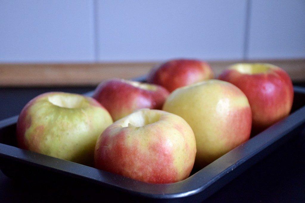Bratapfeltorte Äpfel vorbereiten