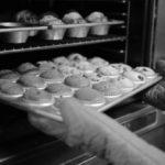 Kurz nicht aufgepasst: Der Kuchen ist angebrannt – was tun?